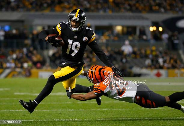 JuJu SmithSchuster of the Pittsburgh Steelers runs upfield past KeiVarae Russell of the Cincinnati Bengals towards the end zone for an 11 yard...