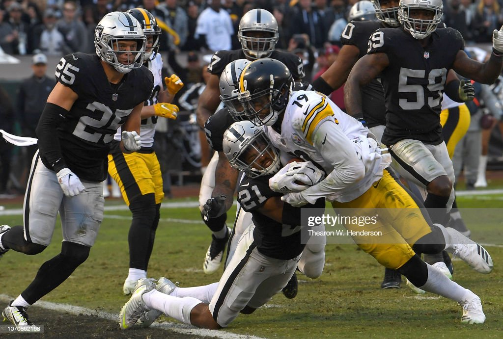 Pittsburgh Steelers v Oakland Raiders : News Photo
