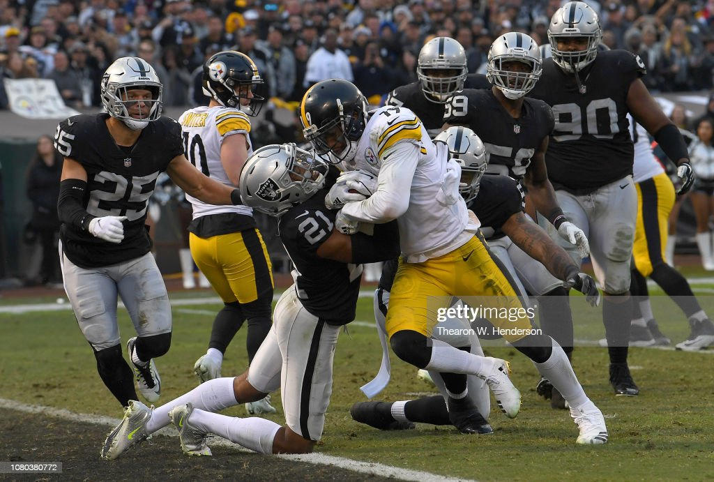 Pittsburgh Steelers v Oakland Raiders : News Photo