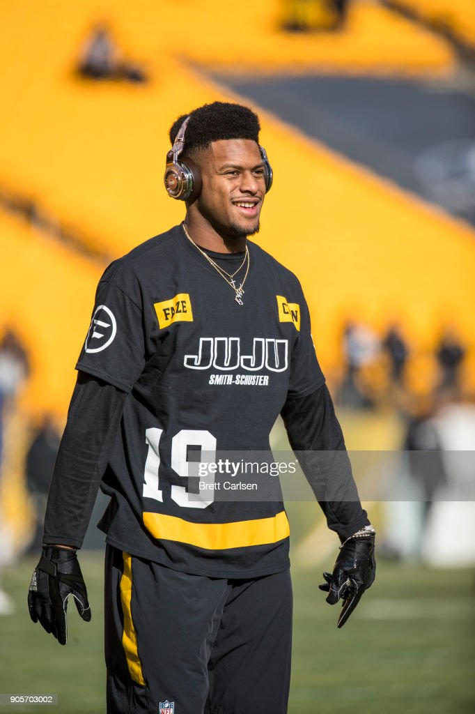 JuJu Smith-Schuster #19 of the Pittsburgh Steelers warms up before the AFC Divisional Playoff game against the Jacksonville Jaguars at Heinz Field on January 14, 2018 in Pittsburgh, Pennsylvania. Jaguars defeat Pittsburgh 45-42.
