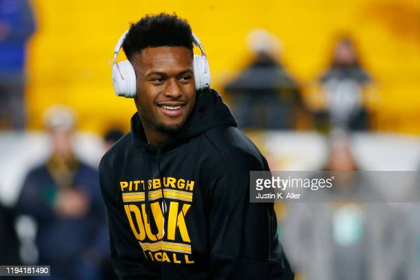 JuJu Smith-Schuster of the Pittsburgh Steelers warms up before the game against the Buffalo Bills at Heinz Field on December 15, 2019 in Pittsburgh,...