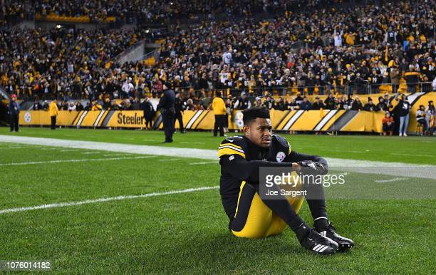 JuJu SmithSchuster of the Pittsburgh Steelers watches the Cleveland Browns play the Baltimore Ravens on the scoreboard at Heinz Field following the...