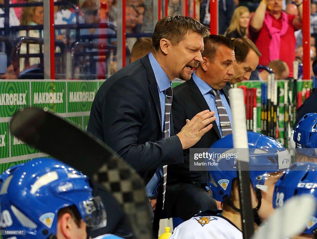 Finland v Slovakia - 2013 IIHF Ice Hockey World Championship Quarterfinals : News Photo