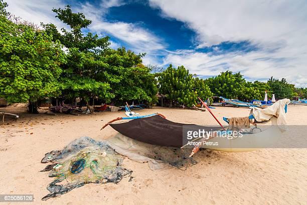jukung fishing boat on jimbaran beach, bali, indonesia - anton petrus stock pictures, royalty-free photos & images