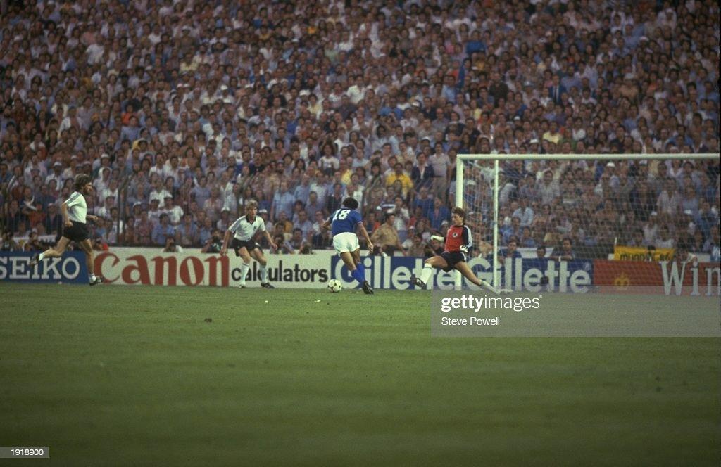 Altobelli of Italy scores the third goal : News Photo
