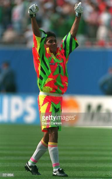 GOALKEEPER JORGE CAMPOS OF MEXICO CELEBRATES THE EQUALISING GOAL DURING THE FIRST HALF OF THE SECOND ROUND 1994 WORLD CUP MATCH BETWEEN BULGARIA AND...