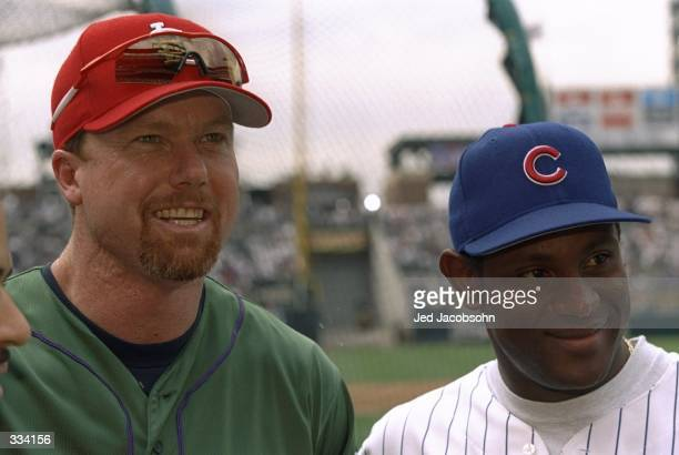 American Leaguer player Mark McGwire of the St Louis Cardinals and Sammy Sosa of the Chicago Cubs answer questions during the Major League Baseball...