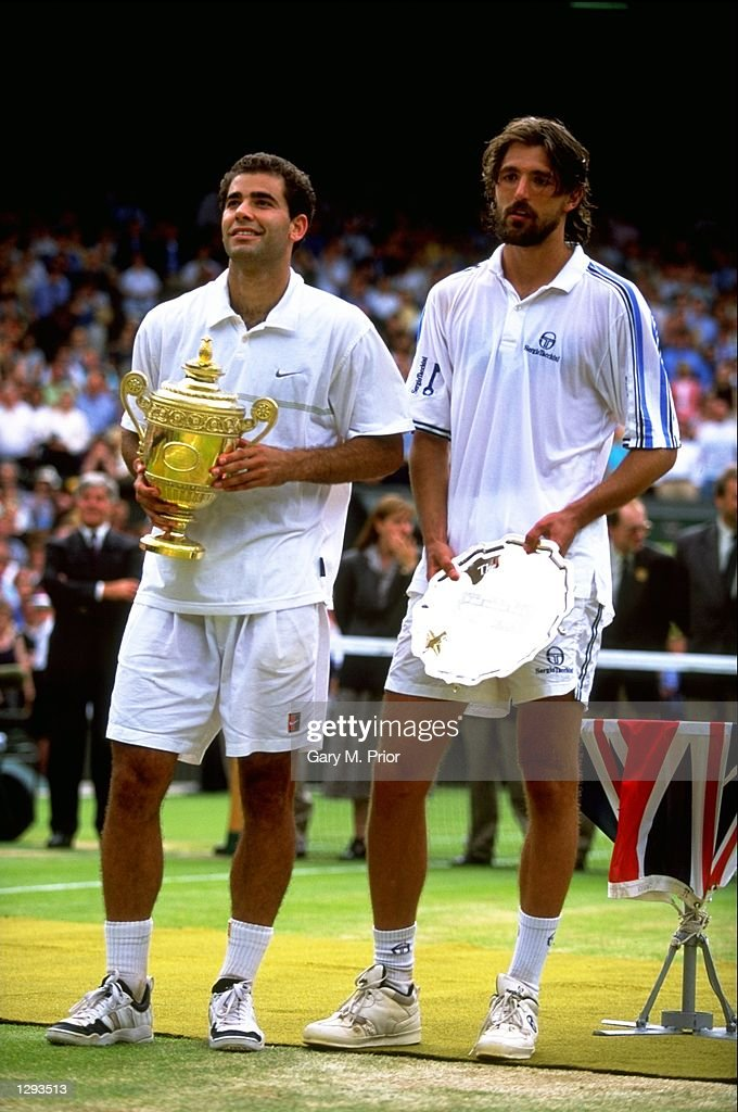 Pete Sampras of the USA and Goran  Ivanisevic of Croatia pose for the cameras : News Photo