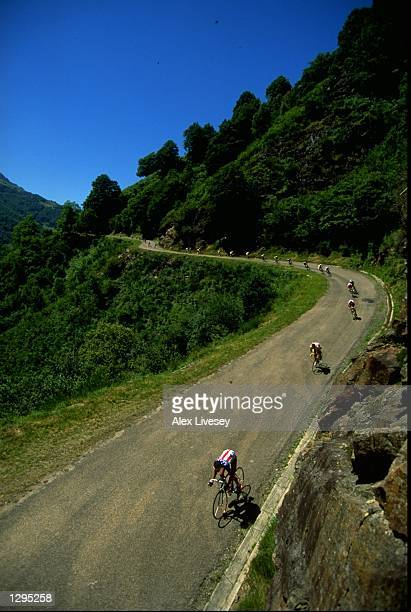 The peloton descends during Stage 11 of the Tour de France between Luchon and Plateau de Beille Mandatory Credit Alex Livesey /Allsport