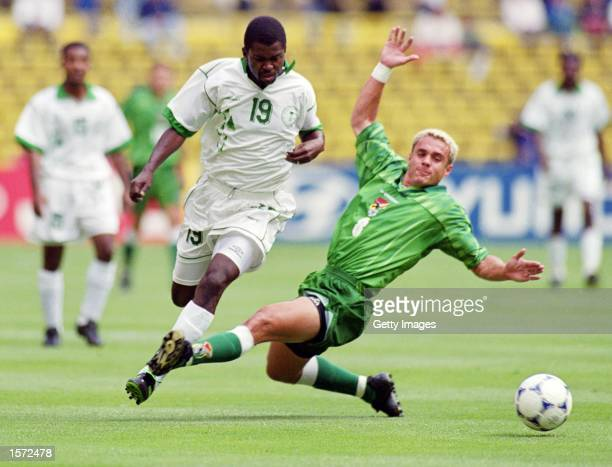 Hamzah Falatah of Saudi Arabia escapes the challenge from Bolivia's Gonzalo Galindo during the 1999 Confederations Cup match against Bolivia played...