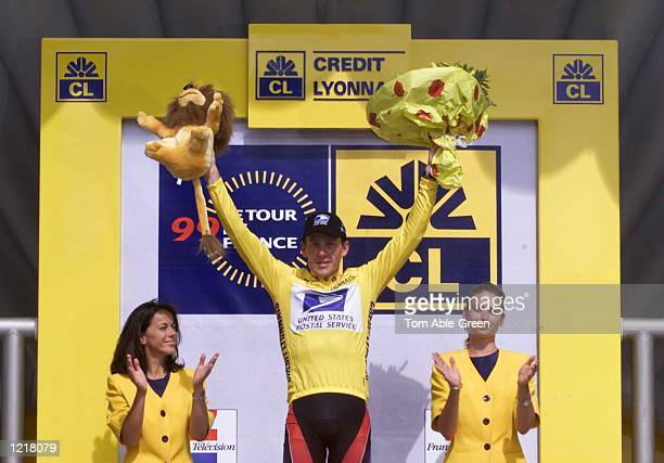 Lance Armstrong of the USA and the US Postal team keeps the Yellow Jersey in Stage 17 between Mourenx and Bordeaux in the 1999 Tour De France...