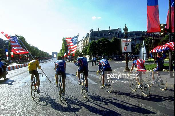 Lance Armstrong of the USA and USP team mates celebrate with a victory lap after winning the 1999 Tour de France in Paris France Mandatory Credit...