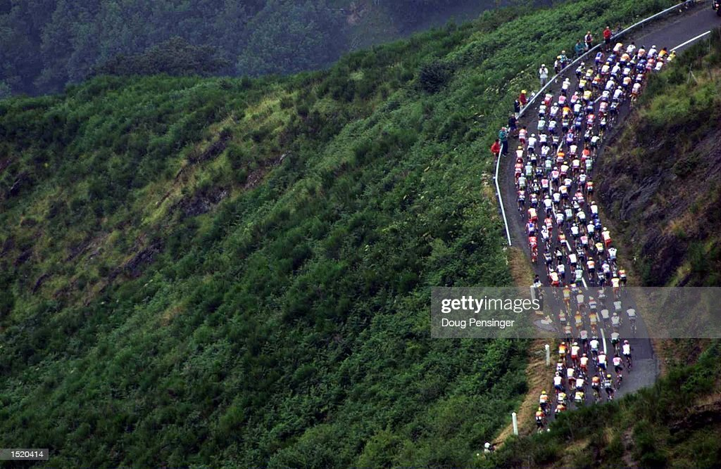 The peleton rides up the Col du Aspin during Stage 16 between Lannemezan and Pau in the 1999 Tour De France. Mandatory Credit: Doug Pensinger/ALLSPORT