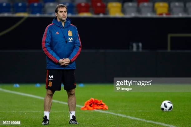 Julen Lopetegui coach of Spain looks on during a training session on March 22 2018 in Dusseldorf Germany