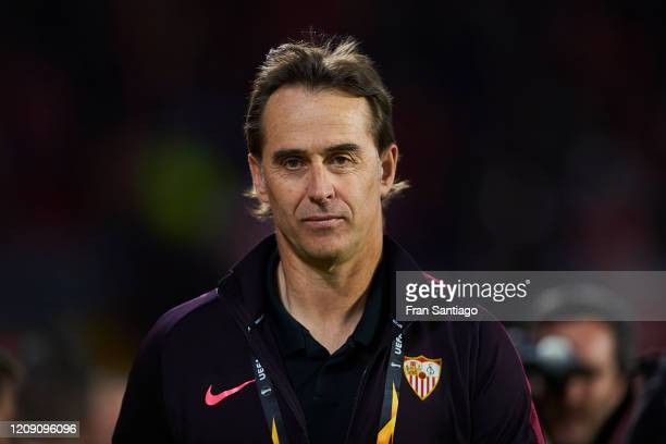 Julen Lopetegui, head coach of Sevilla FC looks on prior to the UEFA Europa League round of 32 second leg match between Sevilla FC and CFR Cluj at...