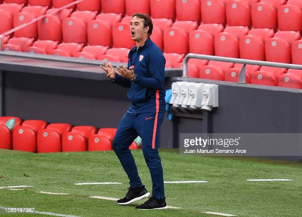 Julen Lopetegui, Head Coach of Sevilla gives his team instructions during the La Liga Santander match between Athletic Club and Sevilla FC at Estadio...