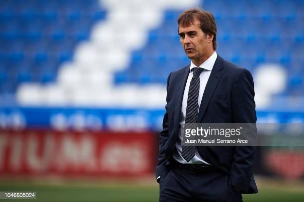 Julen Lopetegui of Real Madrid CF looks on during the La Liga match between Deportivo Alaves and Real Madrid CF at Estadio de Mendizorroza on October...