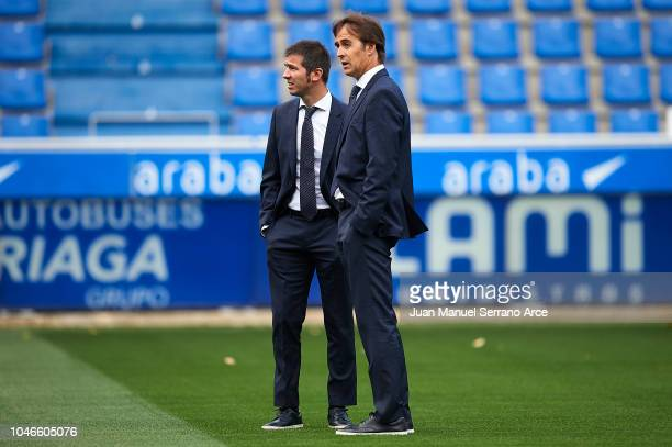 Julen Lopetegui of Real Madrid CF talks with his assistant coach Albert Celades on during the La Liga match between Deportivo Alaves and Real Madrid...