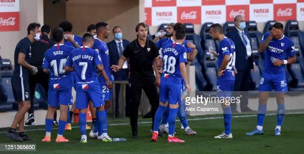 Julen Lopetegui the coach of Sevilla talking to his team during a break in play during the Liga match between Villarreal CF and Sevilla FC at Estadio...