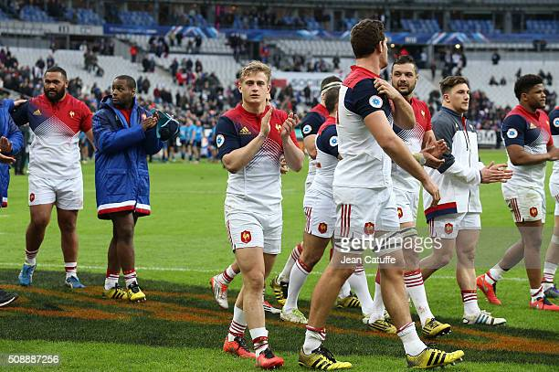 Jules Plisson of France and teammates thank the supporters following the RBS 6 Nations match between France and Italy at Stade de France on February...