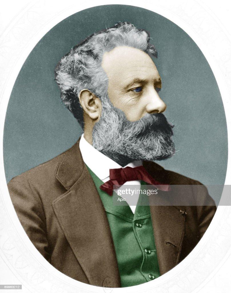 Jules Verne (1828-1905) French novelist, here in 1877 : ニュース写真