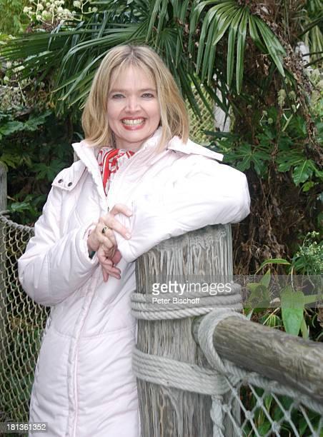 """Julia Biedermann , """"Disneyland Resort Paris"""", """"Adventureland"""", Frankreich, Europa, Freizeitpark, Vergnügungspark, Reise, Dschungel, Palmen,..."""