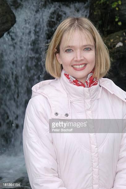 """Julia Biedermann , """"Disneyland Resort Paris"""", """"Adventureland"""", Frankreich, Europa, Freizeitpark, Vergnügungspark, Reise, Dschungel, Wasserfall,..."""
