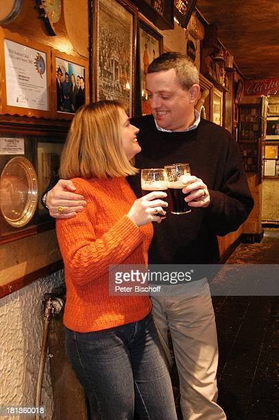 Julia Biedermann Ehemann Matthias Steffens Johnnie FoxÏs Pub The Dublin Mountains Glencullen Co Dublin Irland Irish Pub Guinness Bier Alkohol...
