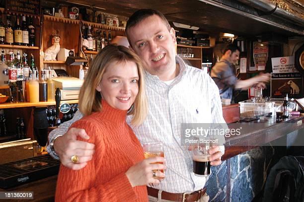 """Julia Biedermann, Ehemann Matthias Steffens, """"Johnnie FoxÏs Pub"""", The Dublin Mountains, Glencullen, Co. Dublin, Irland, Irish Pub, Guinness, Bier,..."""