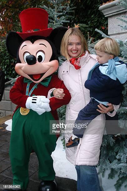 Julia Biedermann Sohn Julius Matthias Steffens Disneyfigur 'Mickey Maus' Eröffnung der Weihnachtssaison 'Disneyland Resort Paris' Frankreich Europa...