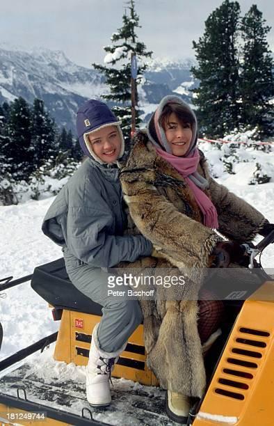 """Julia Biedermann, Thekla Carola Wied, , Mayrhofen, Tirol, ZDF-Serie: """"Ich heirate eine Familie"""", Folge: """"Schumanns Winterreise"""" - Weihnachtsspecial,..."""