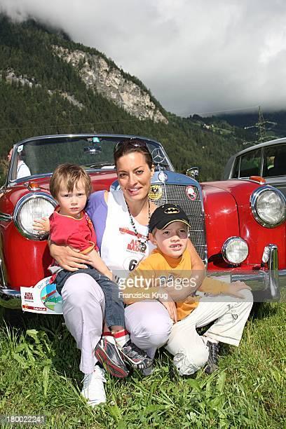 Julia Dahmen Mit Den Söhnen Joshua Und Nikosch Beim Grossen Grenzverkehr In Mayrhofen Am 160607