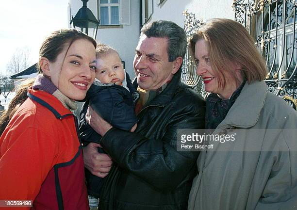 Julia Dahmen Sohn Joshua DahmenMutter Andrea Dahmen Vater KarlheinzLemken bei Dreharbeiten zu SAT1SerieDer Bulle von Tölz Folge BullenkurBernried...