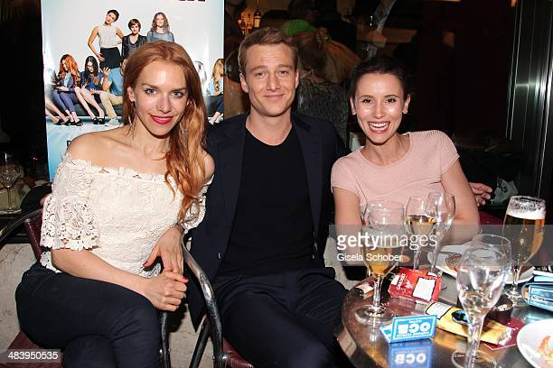 Julia Dietze Alexander Fehling and his girlfriend Peri Baumeister attend the premiere of the film 'Irre sind maennlich' at Mathaeser Filmpalast on...