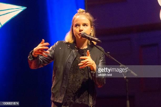 Julia Engelmann die deutsche Schauspielerin und PoetrySlammerin bei einem Auftritt in der Hamburger Laeiszhalle Musikhalle Photo by Jazz Archiv...