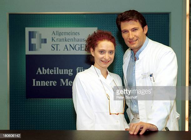 Julia Goehrmann Dieter Bach ARDSerie StAngela Hamburg Dreharbeiten Kittel Klinik Krankenhaus