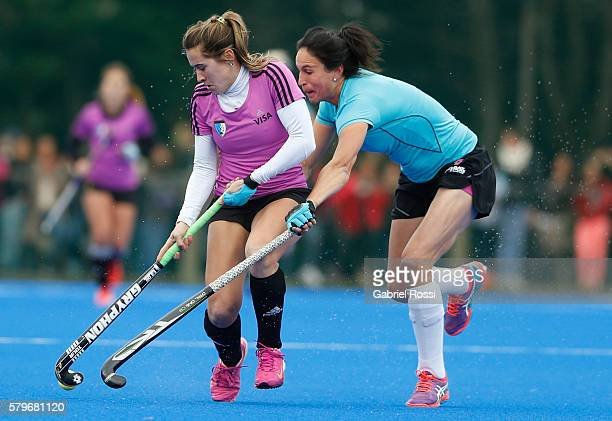 Julia Gomes Fantasia of Argentina fights for the ball with Kelsey Smith of New Zealand during an International Friendly match between Argentina and...