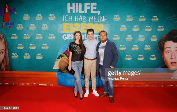 Julia Hartmann Oskar Keymer and Axel Steint attend the premiere of 'Hilfe ich hab meine Eltern geschrumpft' at Cinedom on January 14 2018 in Cologne...