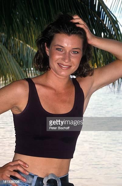 """Julia Heinemann, neben den Dreharbeiten zur PRO 7 - Serie """"Glückliche Reise"""", Folge 25, """"Jamaica"""", Episode 2 """"Das Quartett wird neu gemischt"""",..."""