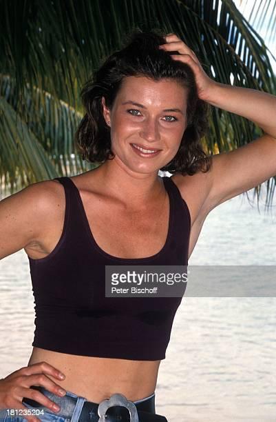 """Julia Heinemann, neben den Dreharbeiten zur PRO 7 - Serie """"Glueckliche Reise"""", Folge 25, """"Jamaica"""", Episode 2 """"Das Quartett wird neu gemischt"""",..."""