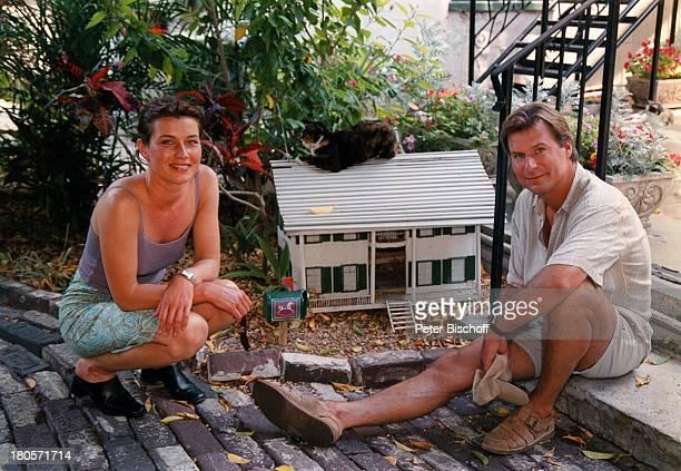 """Julia Heinemann, Ralf Lindermann,;Privatausflug, Key West/Florida/USA,;""""Ernest Hemingway-Haus"""", Katzenhaus,;während Dreharbeiten zur ZDF-Serie..."""