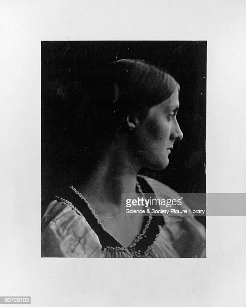 Julia Jackson small profile' 1867 Portrait of Julia Jackson mother of the writer Virginia Woolf by Julia Margaret Cameron Cameron's photographic...
