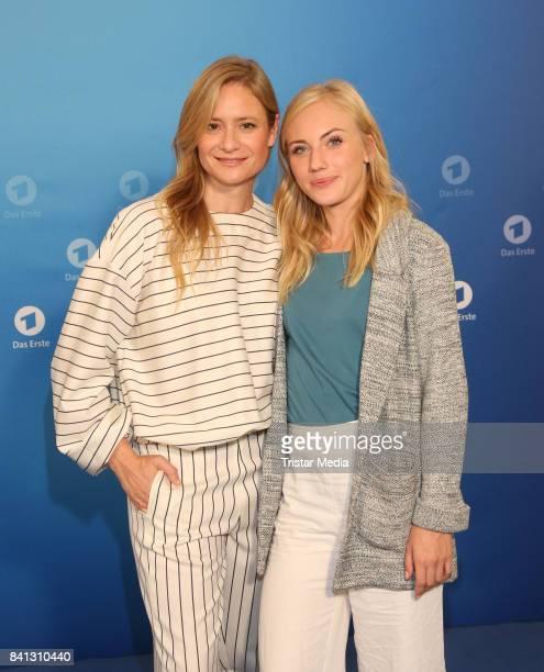 Julia Jentsch and Elisa Schlott during the Photo Call of the ARD TV Program 'Das Verschwinden' on August 31 2017 in Hamburg Germany