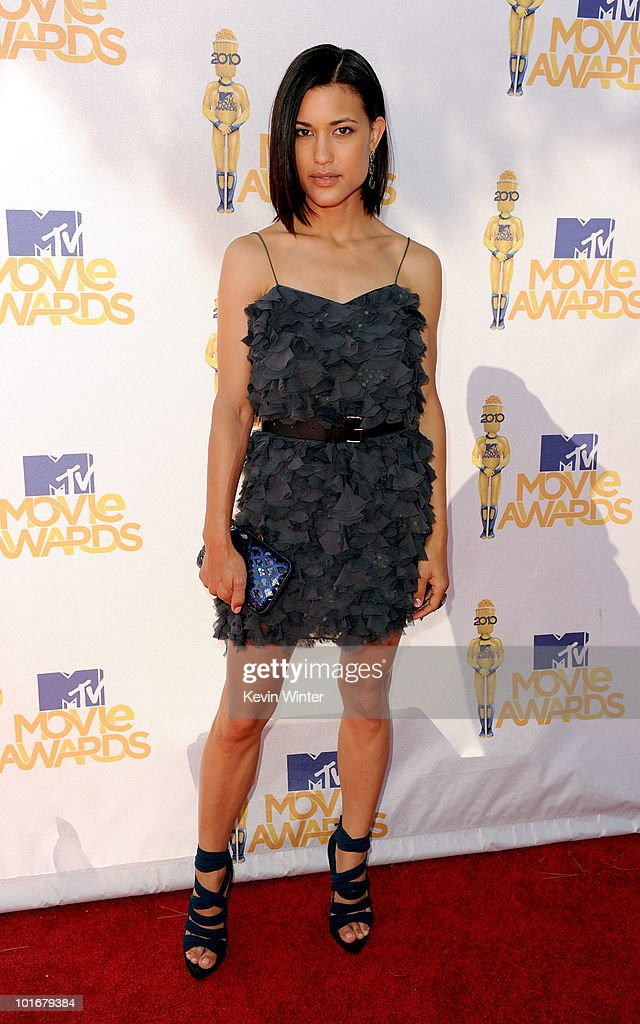 Julia Jones arrives at the 2010 MTV Movie Awards held at the Gibson Amphitheatre at Universal Studios on June 6, 2010 in Universal City, California.
