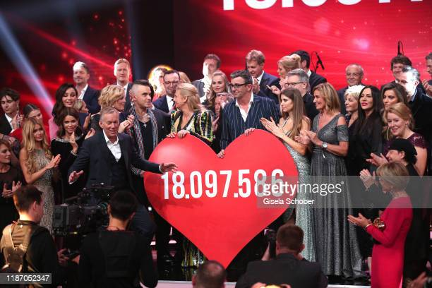 Julia Kloeckner Johannes B Kerner Robbie Williams Barbara Schoeneberger Boris Becker Hans Sigl Cathy Hummels Dagmar Woehrl with the final donation...