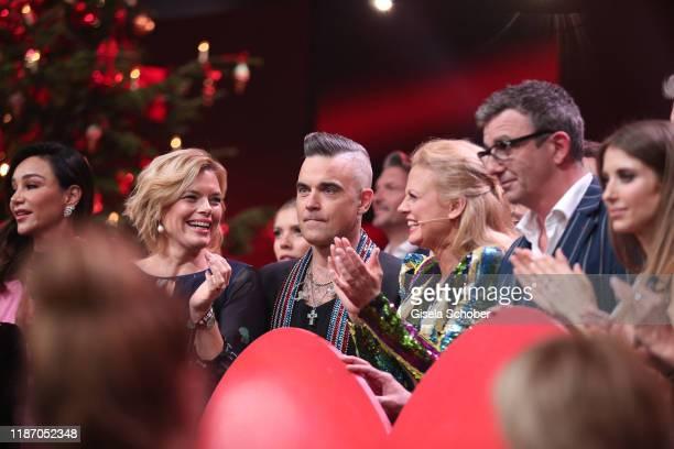 Julia Kloeckner Robbie Williams Barbara Schoeneberger Boris Becker Hans Sigl with the final donation check during the Ein Herz Fuer Kinder Gala show...