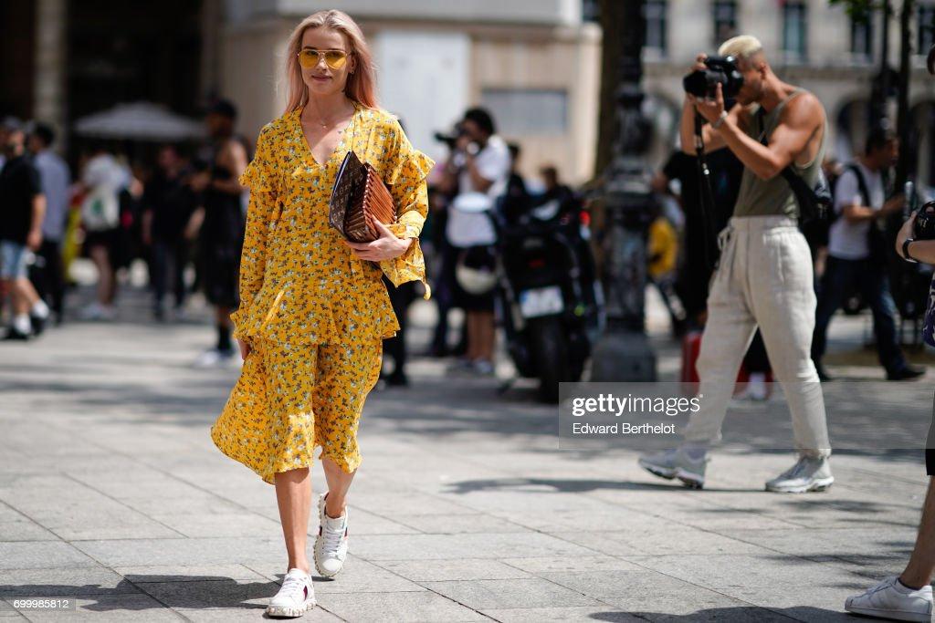 Street Style - Paris Fashion Week - Menswear Spring/Summer 2018 : Day Two : Photo d'actualité