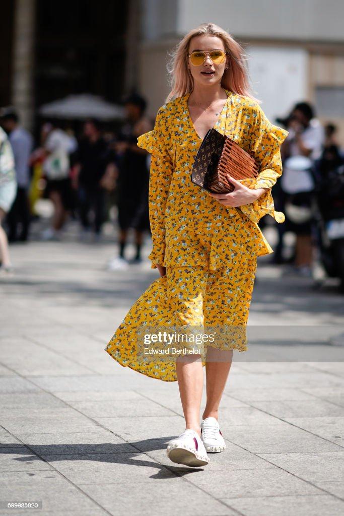 Street Style - Paris Fashion Week - Menswear Spring/Summer 2018 : Day Two : News Photo
