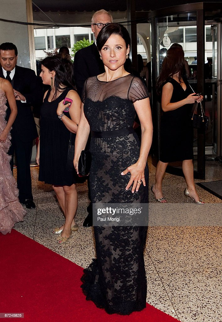 Julia Louis Dreyfus Arrives At The 2009 White House