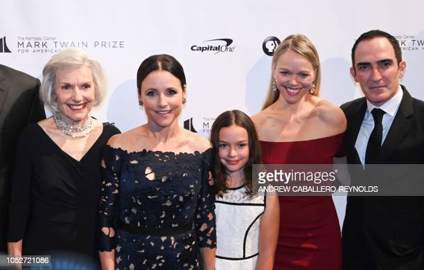 Julia LouisDreyfus poses with her mother Judith Bowles her sister actress Lauren Bowles and husband Patrick Fischler and their daughter Fia Fischler...